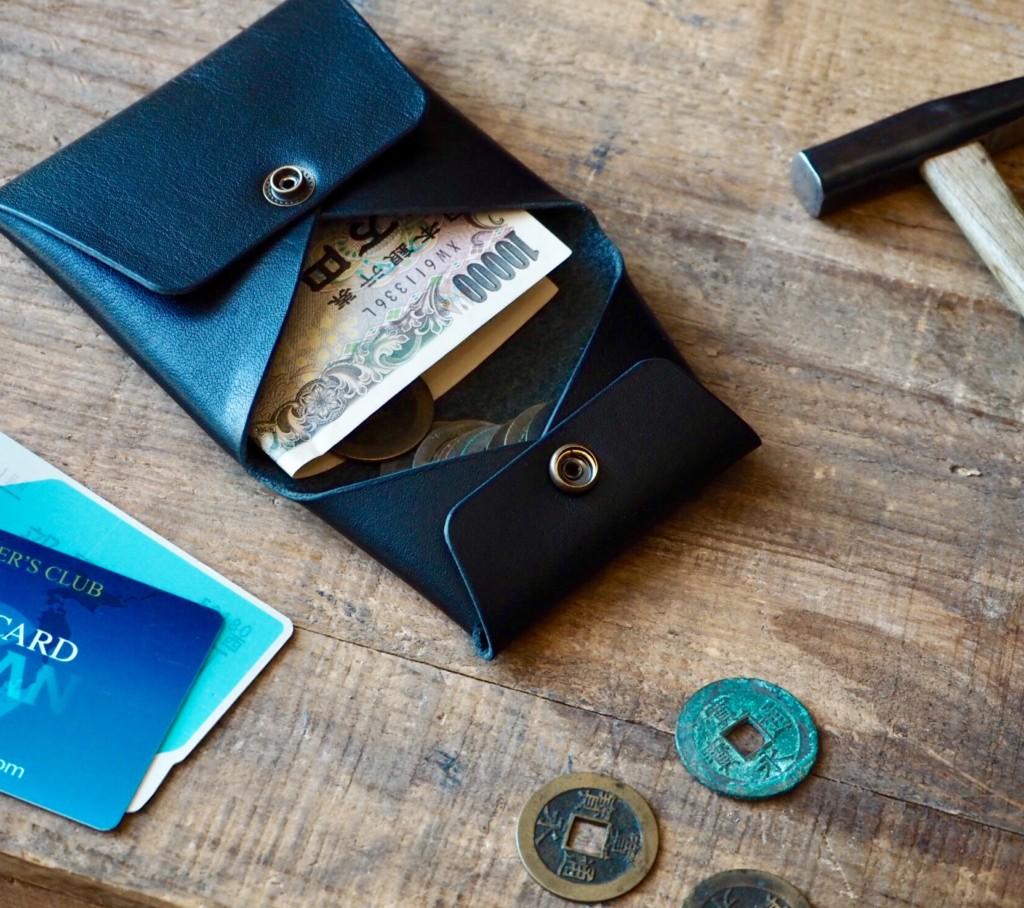 お札もカードも入る一枚革のコインケース
